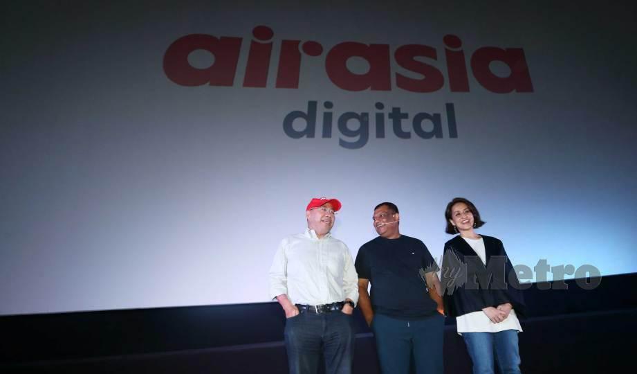 KAMARUDIN (kiri), Tony Fernandes, dan Aireen pada taklimat media penjenamaan semula AirAsia Digital. FOTO Rohanis Shukri