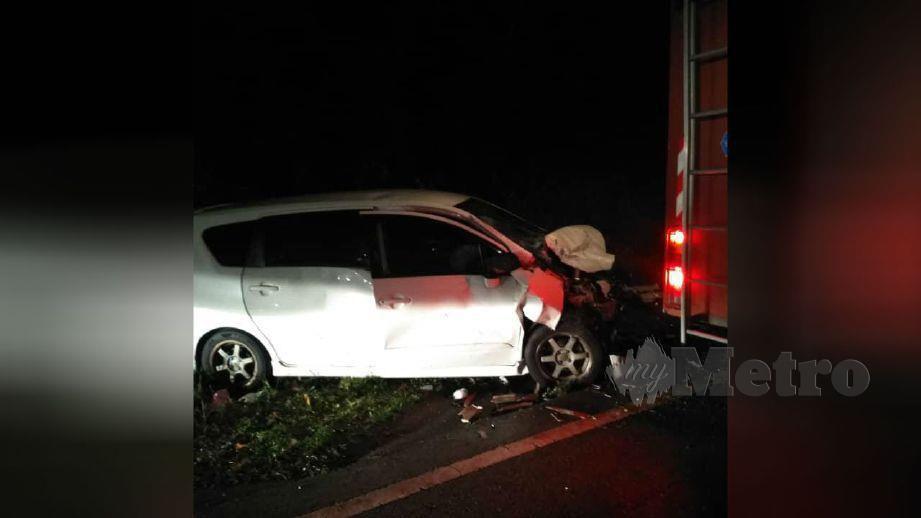 Kemalangan mengakibatkan bayi perempuan maut, manakala tiga ahli keluarganya parah di Kilometer 54 JRTB Gerik - Jeli malam tadi. FOTO ihsan pembaca