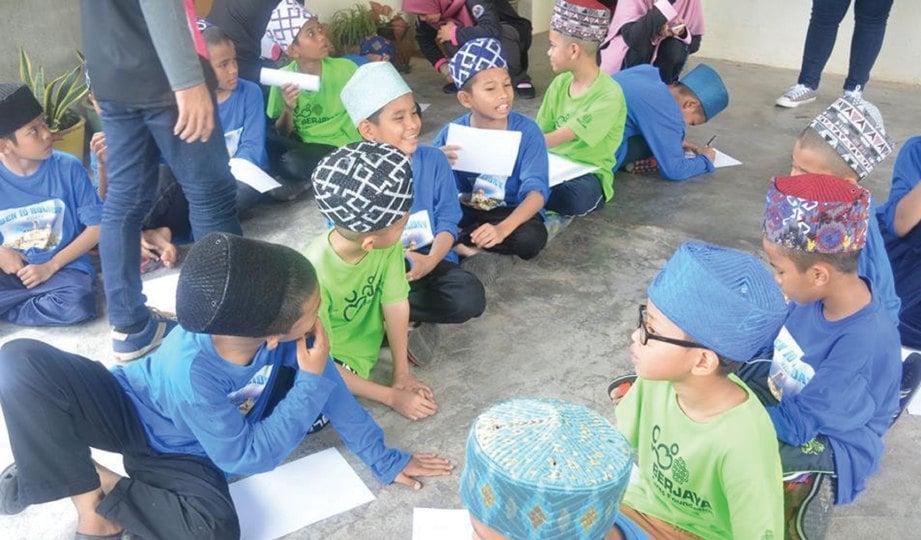 ANTARA aktiviti yang dilakukan oleh anak yatim bersama penuntut UPSI.