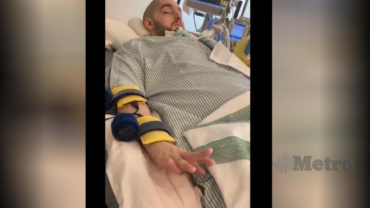 TANGKAP layar video menunjukkan Al-Waleed mampu menggerakkan jarinya. FOTO Agensi
