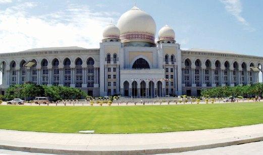 TERSERGAM Pejabat Perdana Menteri yang menjadi antara mercu tanda Putrajaya.