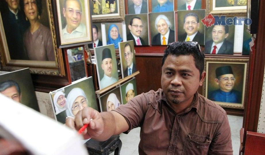 ABDUL Hadi menghasilkan potret di Pasar Seni. FOTO Nik Hariff Hassan