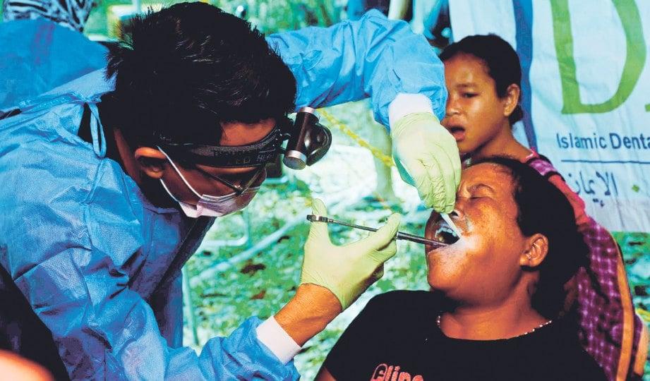 IMARET turut membawa doktor gigi untuk pemeriksaan gigi masyarakat Orang Asli di Pos Bihai.