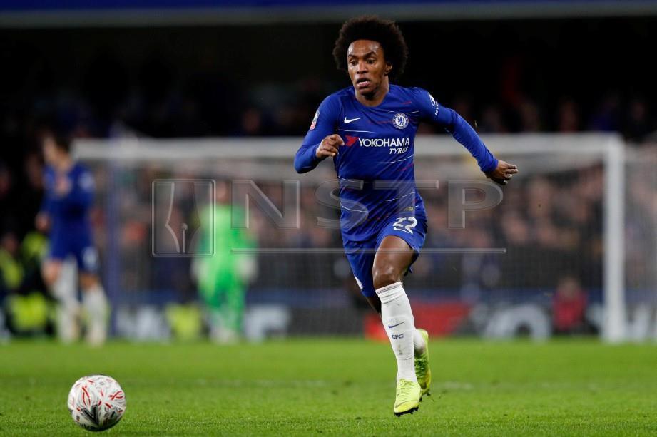 WILLIAN jaring dua gol bantu Chelsea benam Sheffield. -Foto Reuters