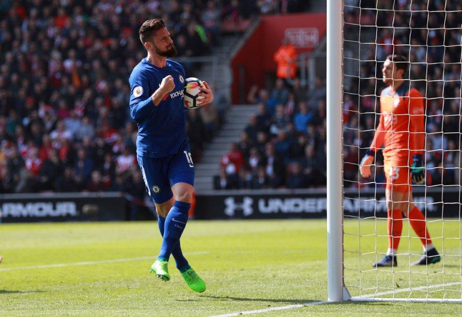 GIROUD meraikan jaringannya ketika berdepan Southampton. -Foto Reuters