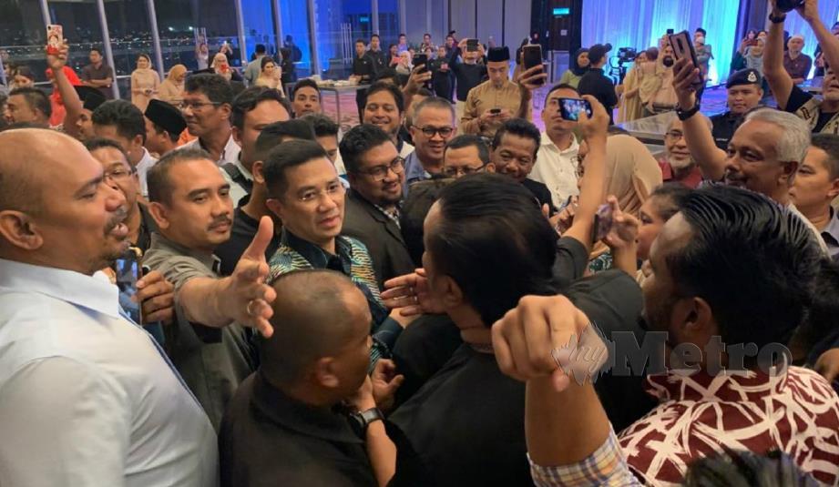 TIMBALAN Presiden PKR, Datuk Seri Mohamed Azmin Ali tiba di Hotel Sheraton, Petaling Jaya, malam ini. FOTO NSTP