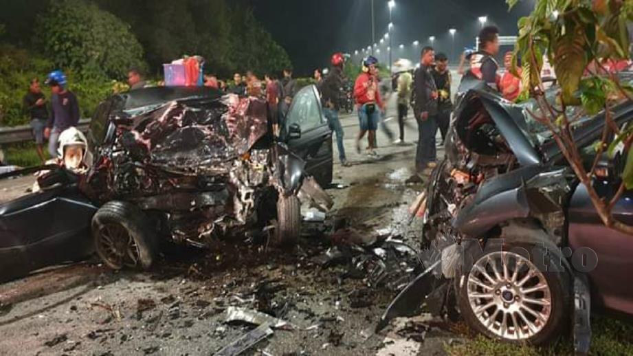 KEADAAN kenderaan yang terbabit kemalangan di Lebuhraya LEKAS. FOTO Ihsan Pembaca.