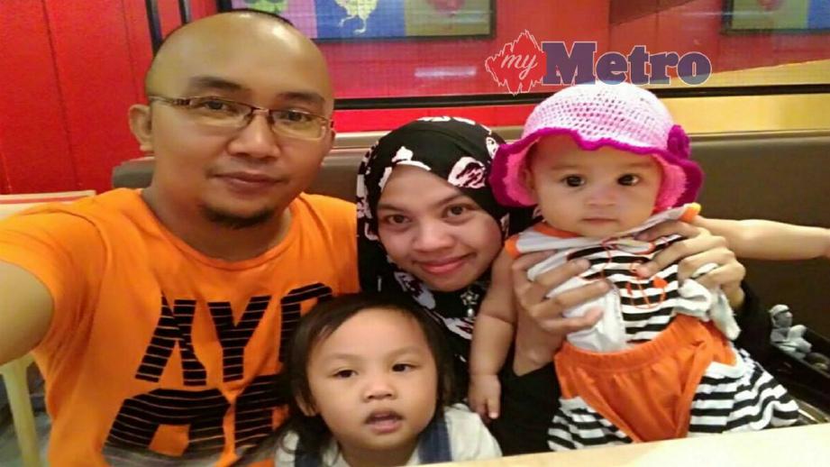 GAMBAR kenangan Awfa (kanan) bersama ibu bapa dan kakaknya. FOTO Hazreen Mohamad
