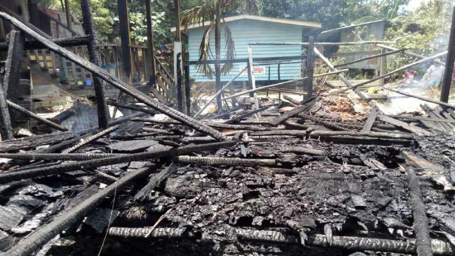 RUMAH mangsa hangus 100 peratus. FOTO Ihsan Bomba.