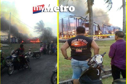 Kebakaran membabitkan 20 rumah di Taman Pelangi, Kuala Perlis, petang tadi. FOTO ihsan pembaca