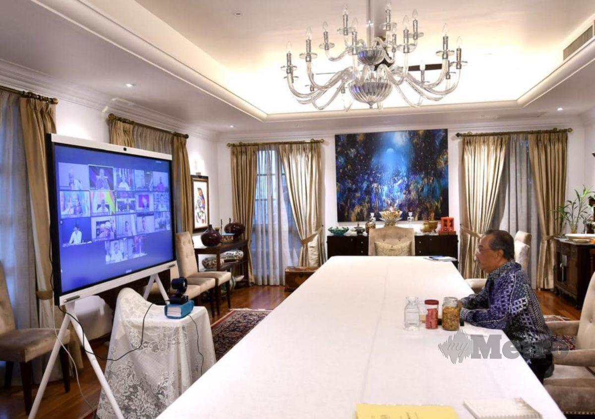 PERDANA Menteri mempengerusikan mesyuarat Majlis Presiden Perikatan Nasional secara maya petang tadi. FOTO ihsan FB Muhyiddin Yassin