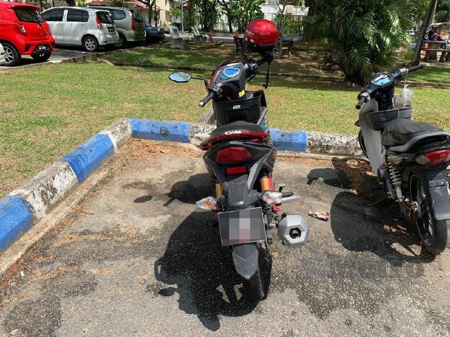 ANTARA barang dirampas dalam tangkapan terhadap pekerja kilang wanita yang membuat laporan palsu mendakwa disamun kawasan Kubang Semang, Bukit Mertajam.