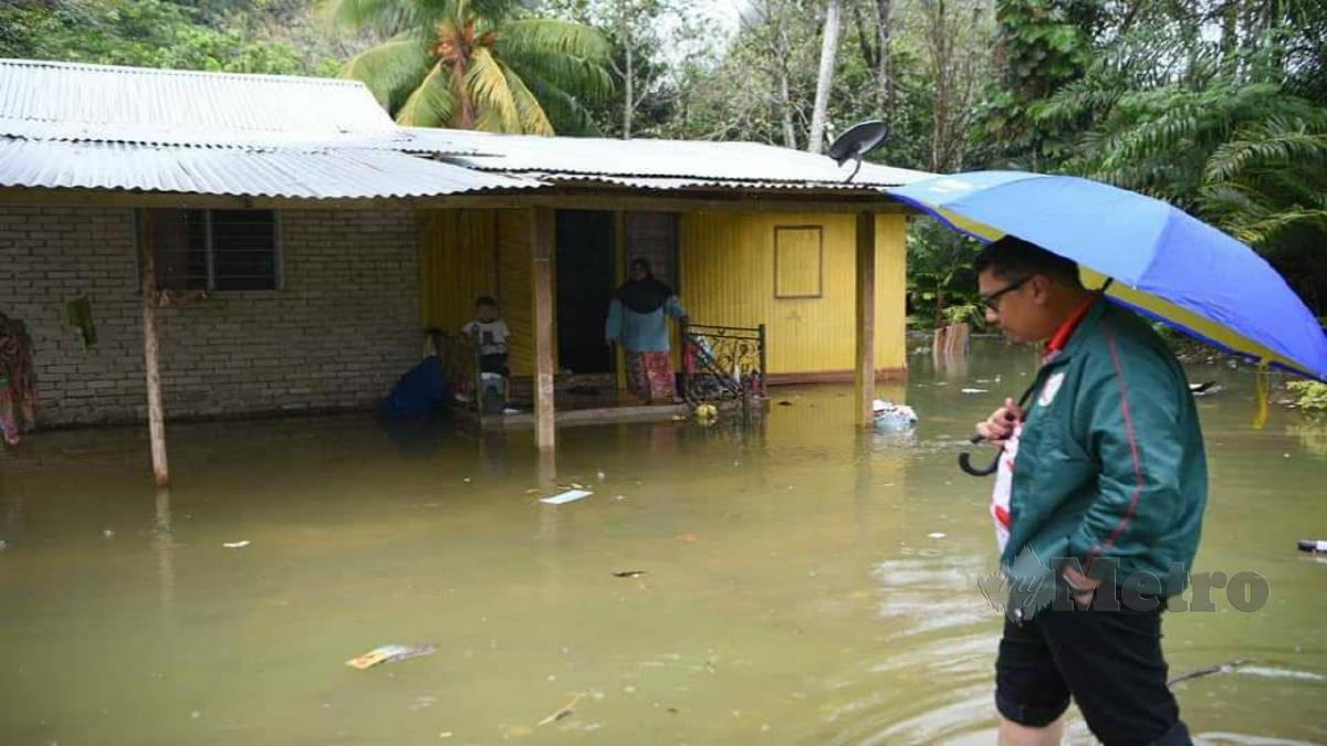 RUMAH penduduk di Kampung Mentara yang kerap dinaiki banjir kilat apabila hujan lebat. FOTO RAMLI IBRAHIM