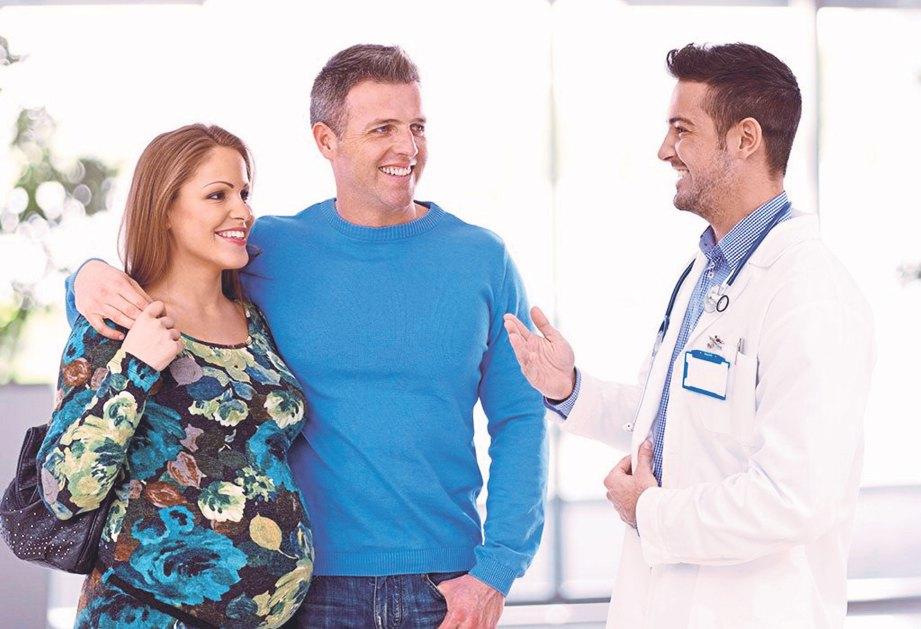 TEMANI isteri dalam pertemuan dengan doktor.