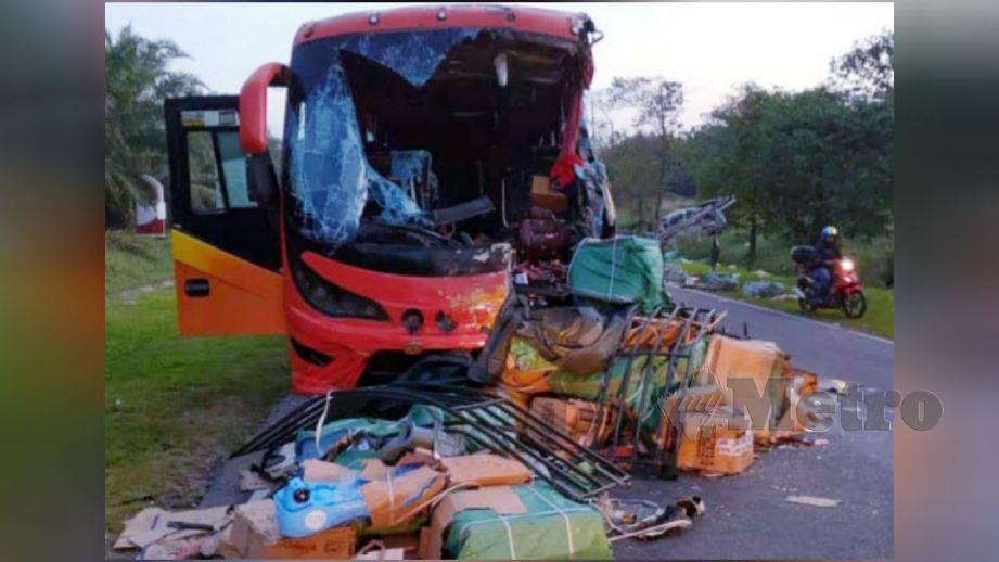 KEADAAN bas ekspres yang terbabit dalam kemalangan di Jalan Lunas-Karangan. FOTO ihsan bomba