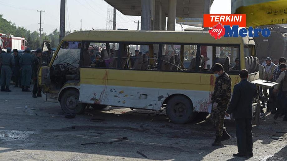 Bas membawa pengawal keselamatan Nepal yang dibom di Kabul, lebih seminggu lalu. - Foto Fail