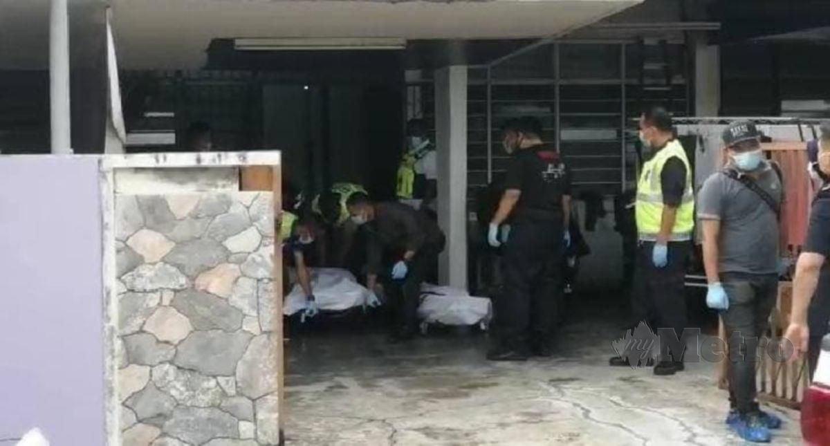 POLIS membawa keluar mayat sepasang suami isteri untuk dibawa ke Hospital Seberang Jaya bagi proses bedah siasat. FOTO Ihsan PDRM