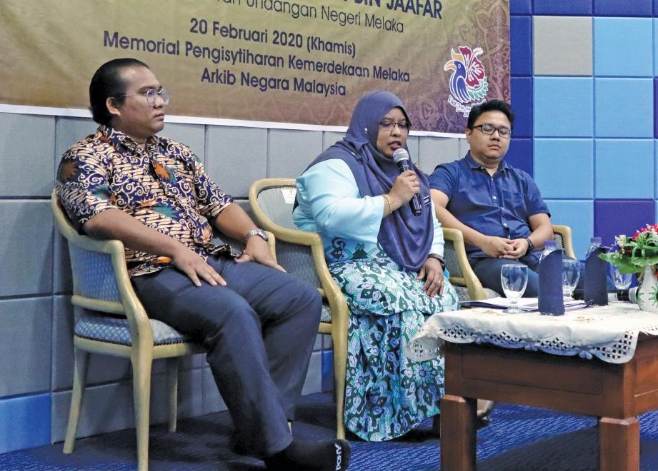 PERBINCANGAN sejarah membabitkan dua panel dan moderator daripada PERZIM. FOTO Ihsan MPK Bandar Hilir Melaka & Arkib Negara