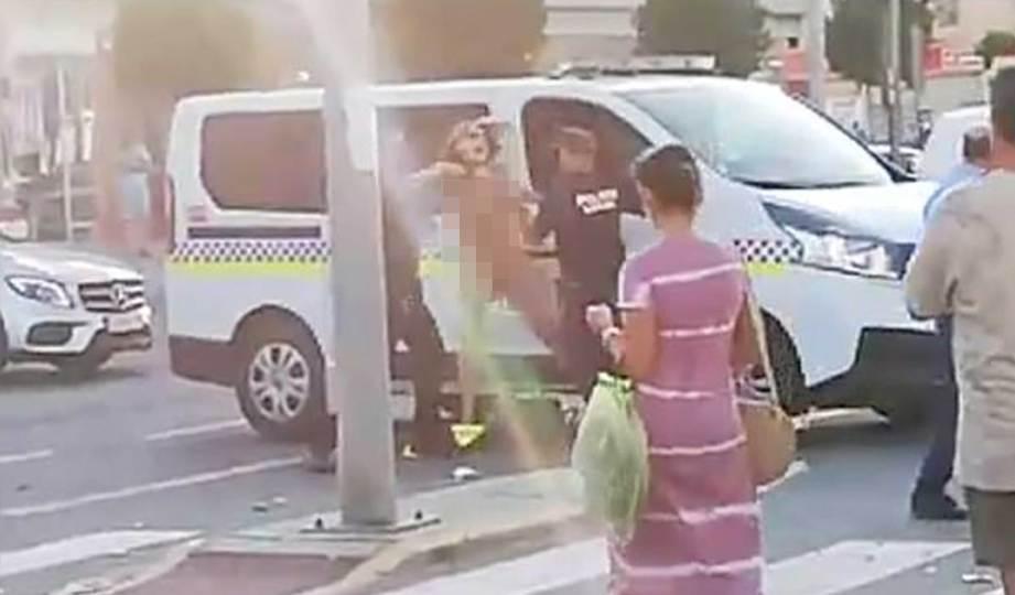 WANITA yang ditahan polis.  FOTO solarpix.com