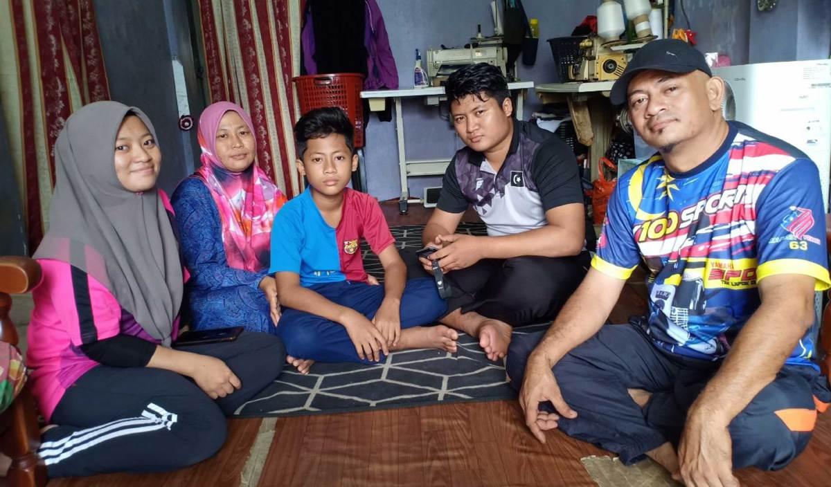 MOHAMED Asali dan ahli keluarganya menjalani kehidupan normal seperti orang lain. FOTO Ihsan Mohamed Asali