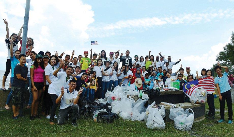 KUMPULAN sukarelawan Guardians of Mother Earth, Trash Hero, I-Cycle dan ETCM.