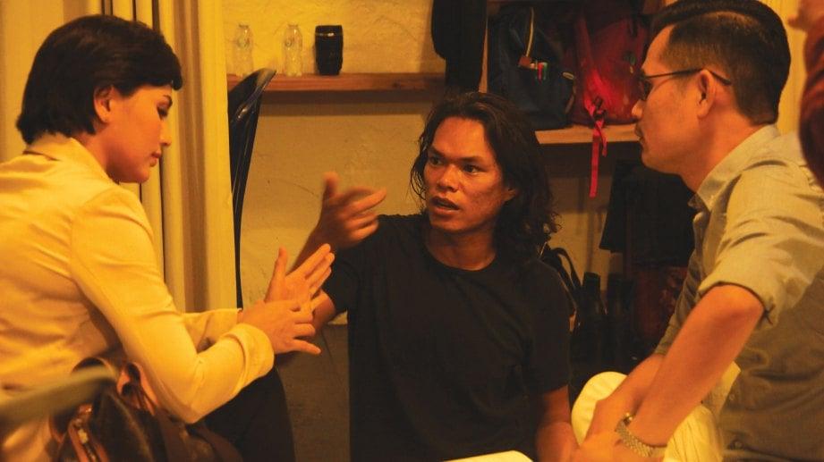 ISMA memberi penerangan kepada pelakon.