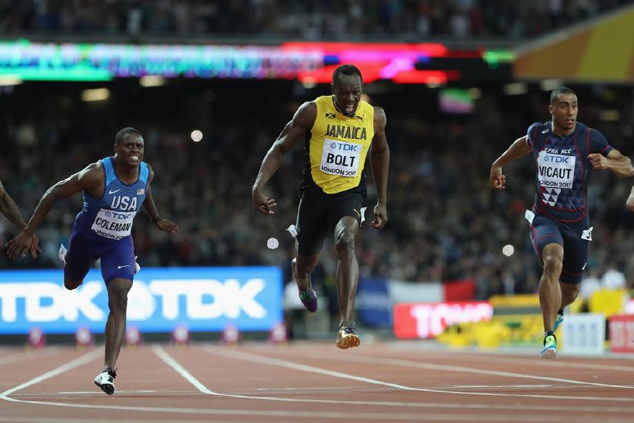 BOLT (tengah) mengakhiri kempennya dengan pingat gangsa 100m Kejohanan Dunia London 2017. — FOTO Agensi