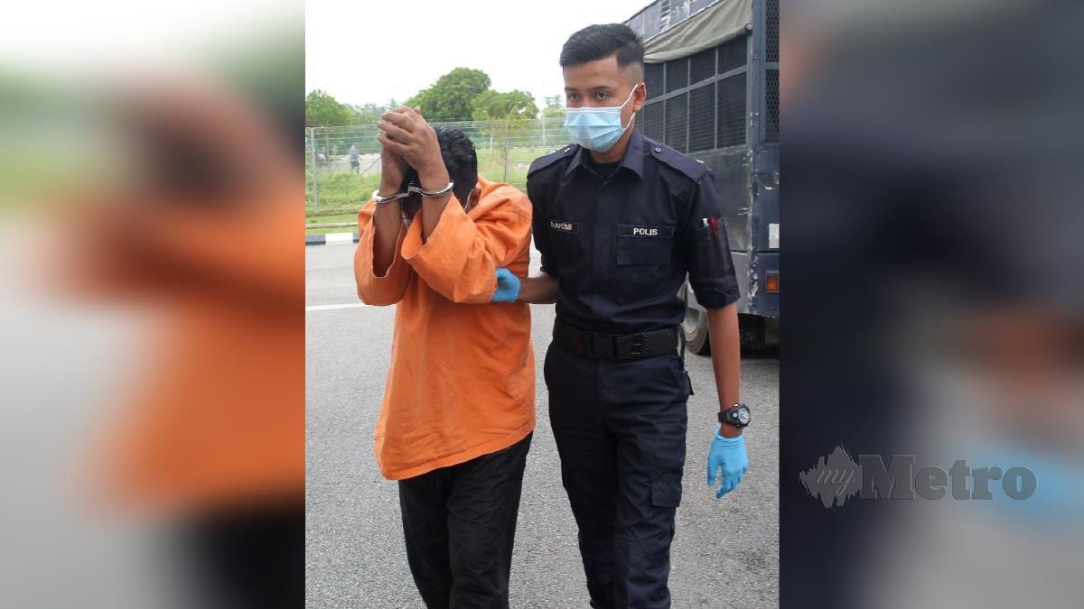 WAN Ismail Wan Md Zain dibawa ke Mahkamah Sesyen Kota Bharu. FOTO NIK ABDULLAH NIK OMAR