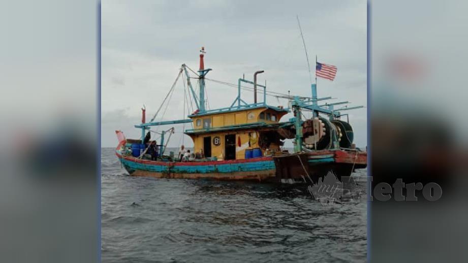 BOT nelayan tempatan kelas B1 bersama kru warga Myanmar ditahan. FOTO Ihsan CPS Kampung Acheh.