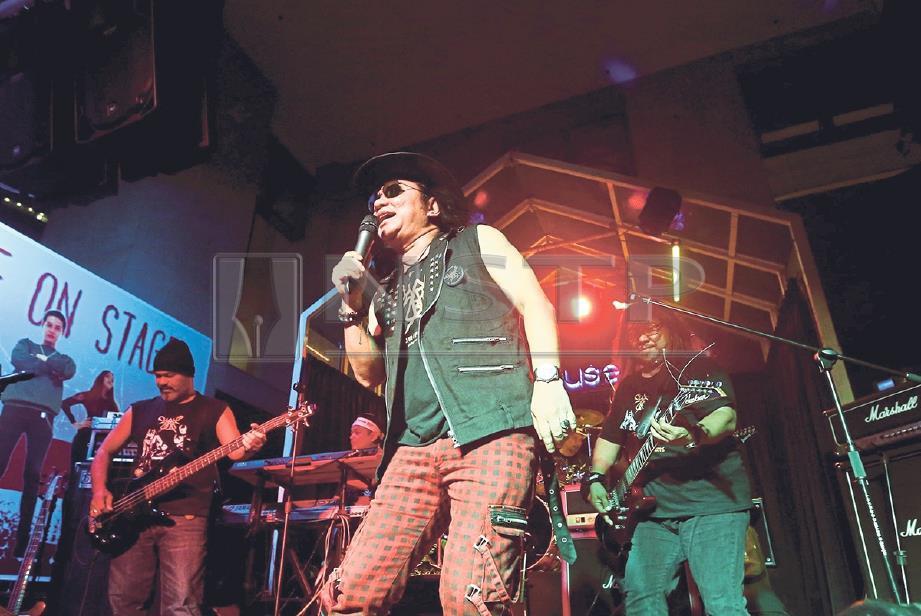 SUASANA terus hangat dengan lagu Dari Sinar Mata, Pudar Seri Primadona dan lagu It's My Life nyanyian asal Bon Jovi. -FOTO: Eizairi Shamsudin