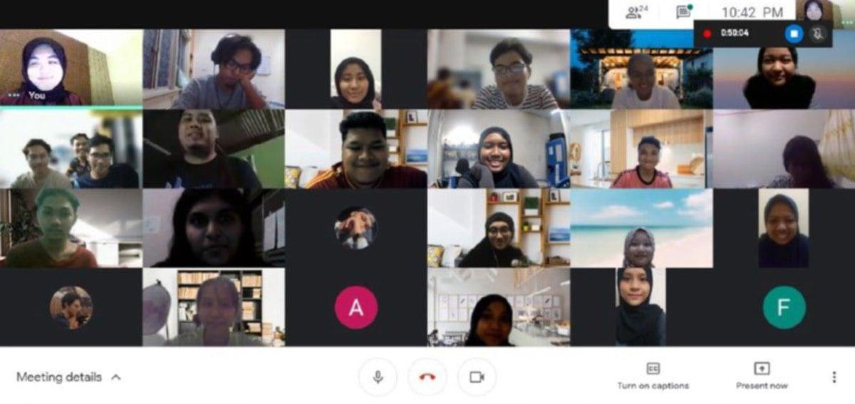 ANTARA penonton yang menyaksikan Sayembara Bahasa Melayu 2021 mengangkat Bahasa & Warisan Budaya.