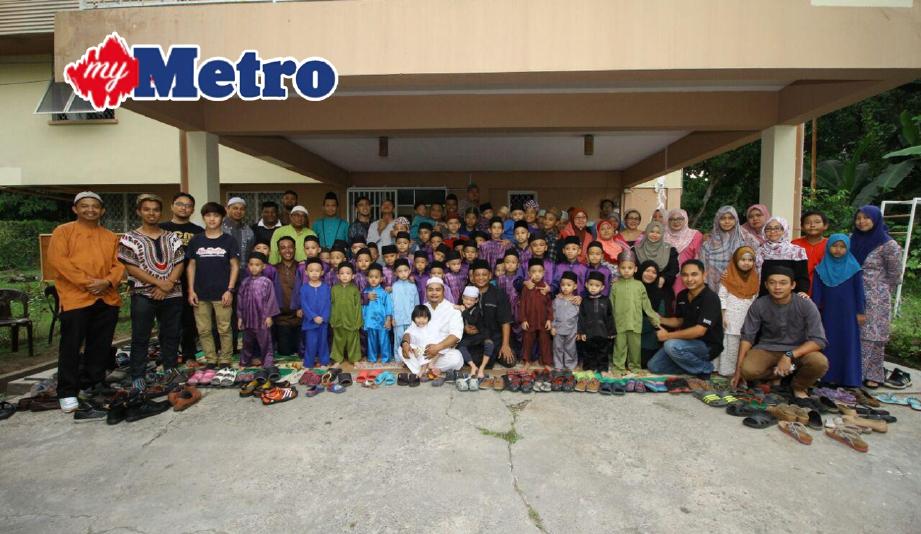 AHLI MRF bergambar bersama penghuni Madrasah Waqaf Islamiah Sabah pada program berkenaan. FOTO Mohd Ruzaini Zulkepli