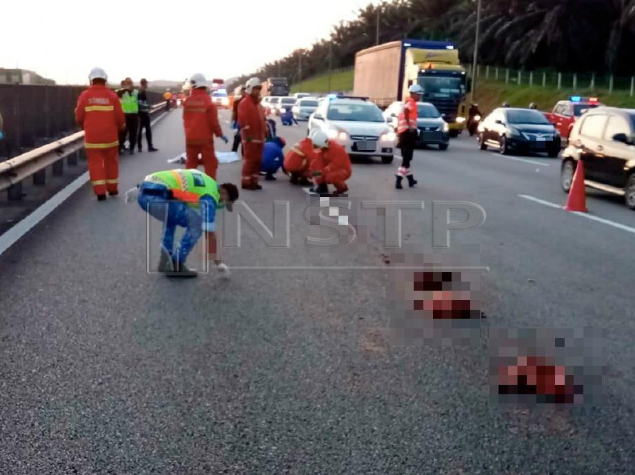 ANGGOTA pasukan keselamatan mengutip cebisan tubuh mangsa. FOTO Ihsan Polis