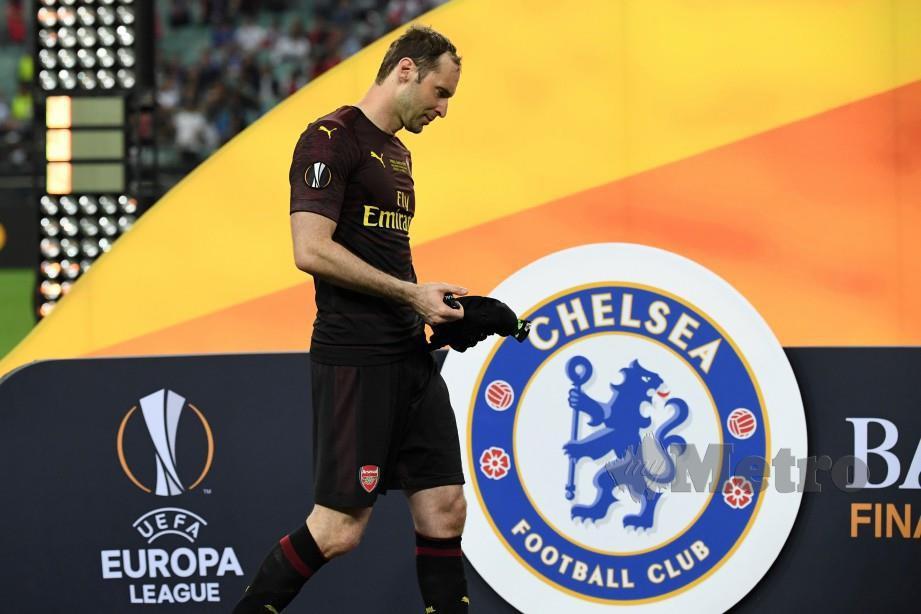 REAKSI Cech selepas tewas di tangan bekas kelab Chelsea di Stadium Olimpik. — FOTO AFP
