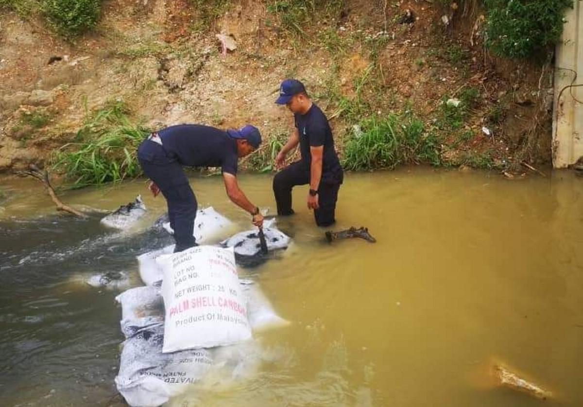 LUAS mengesan pencemaran bau sehingga 10 ton di Sungai Kundang ketika pemantauan secara 24 jam dalam Ops Statik Sungai Gong, Rawang. FOTO IHSAN LUAS