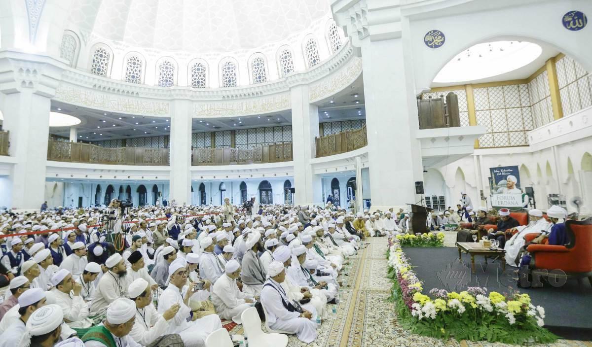 UMAT Islam tekun mendengar ceramah agama di sebuah masjid. - Gambar hiasan. FOTO Arkib NSTP