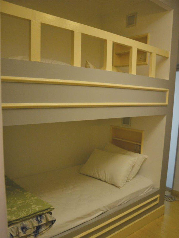UBAH suai kamar tidur kedua menambah binaan katil dua tingkat bagi memaksimumkan penggunaan ruang yang kecil.