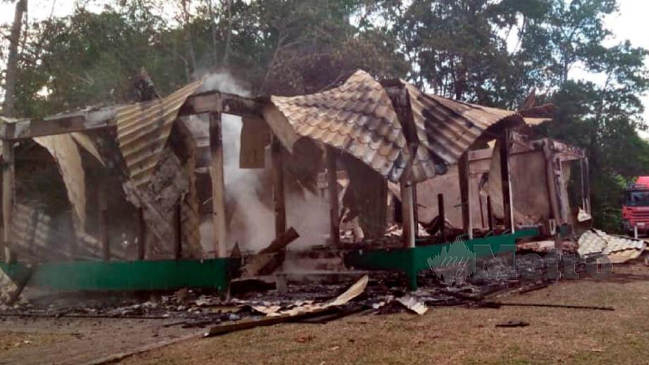 Keadaan chalet di Taman Negara Similajau yang musnah terbakar selepas disambar petir. FOTO Erika George
