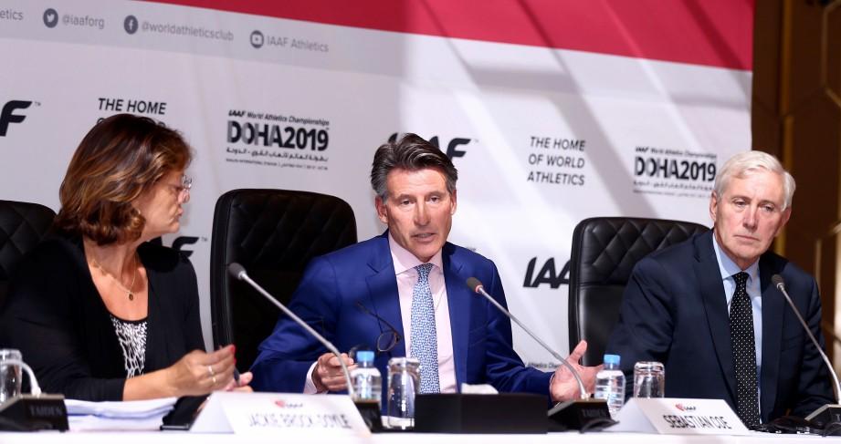 COE (tengah) dan Andersen (kanan) menjawab soalan wartawan di Doha, awal pagi tadi. — FOTO AFP