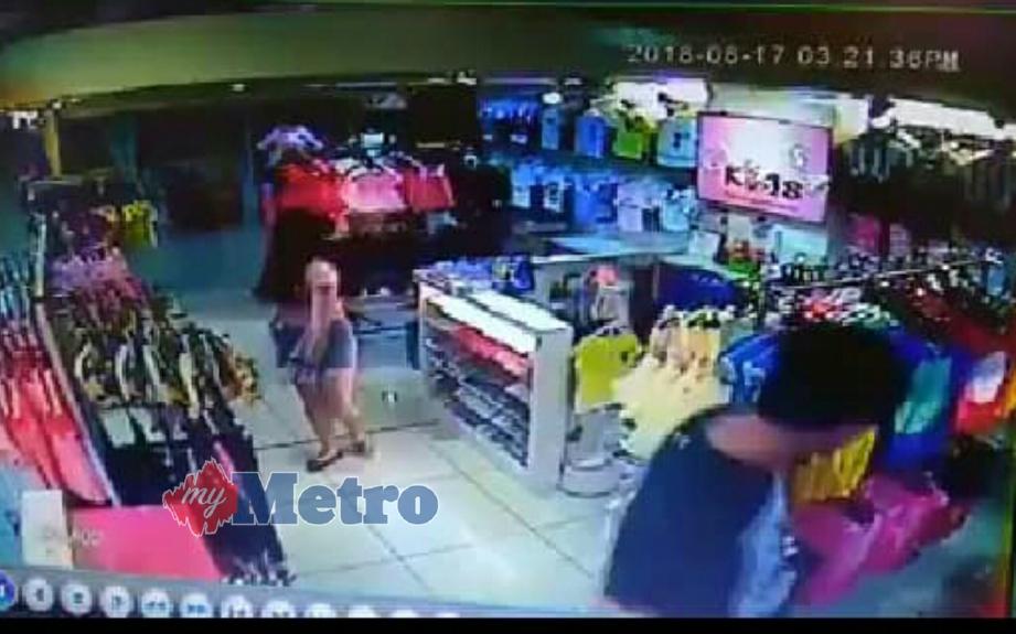 Rakaman CCTV menunjukkan kumpulan lelaki dan wanita mencuri pakaian kanak-kanak di sebuah kedai dekat pusat beli-belah di Taman Sutera Utama, Skudai. FOTO Ihsan CRJ