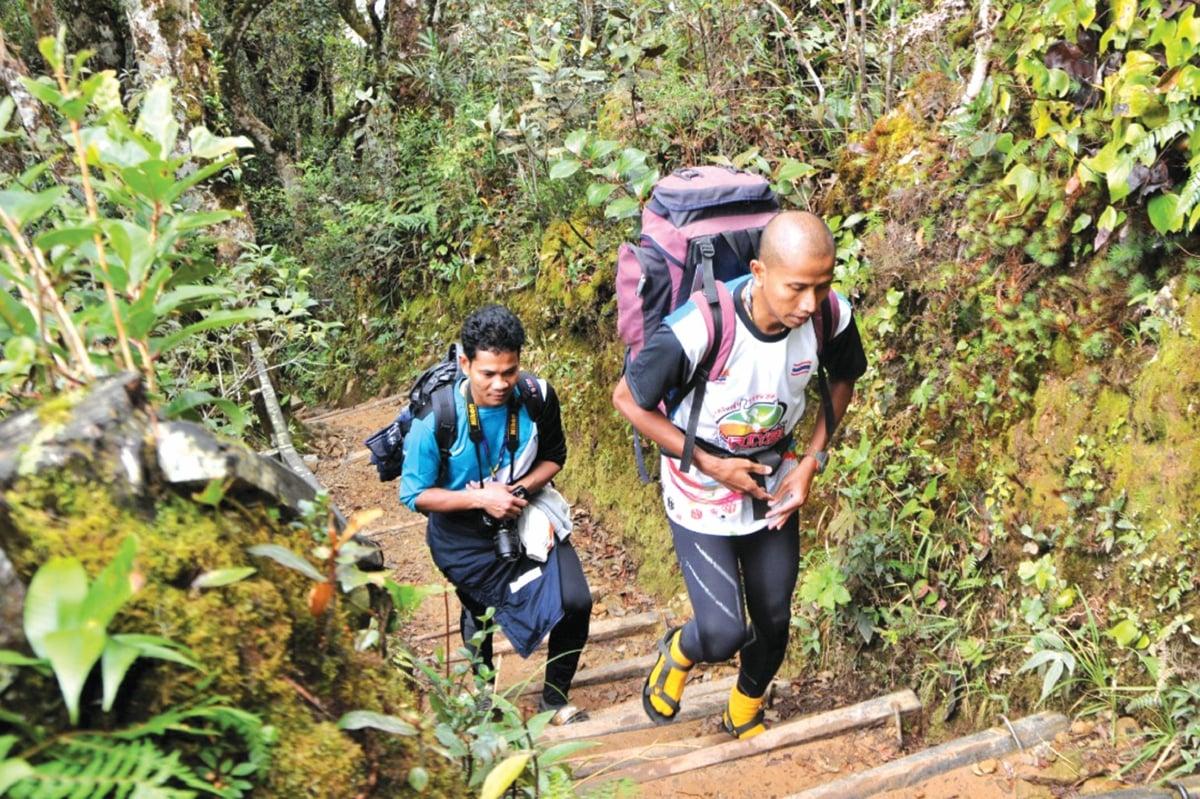 TREK bertangga perlu dilalui setiap pendaki.