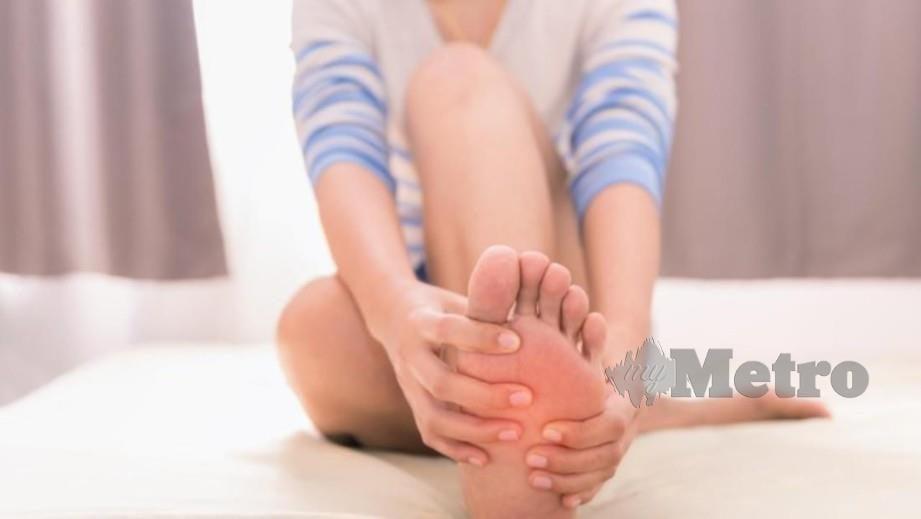 BERASA kebas dan hilang deria rasa pada tangan dan kaki dirasai mereka yang menderita kerosakan saraf.