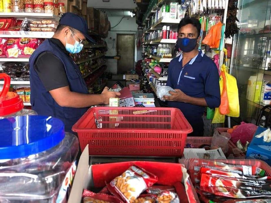 ANGGOTA penguatkuasa DBKL melakukan pemeriksaan terhadap premis dikendalikan warga asing di empat lokasi sekitar Kuala Lumpur, hari ini. FOTO IHSAN DBKL
