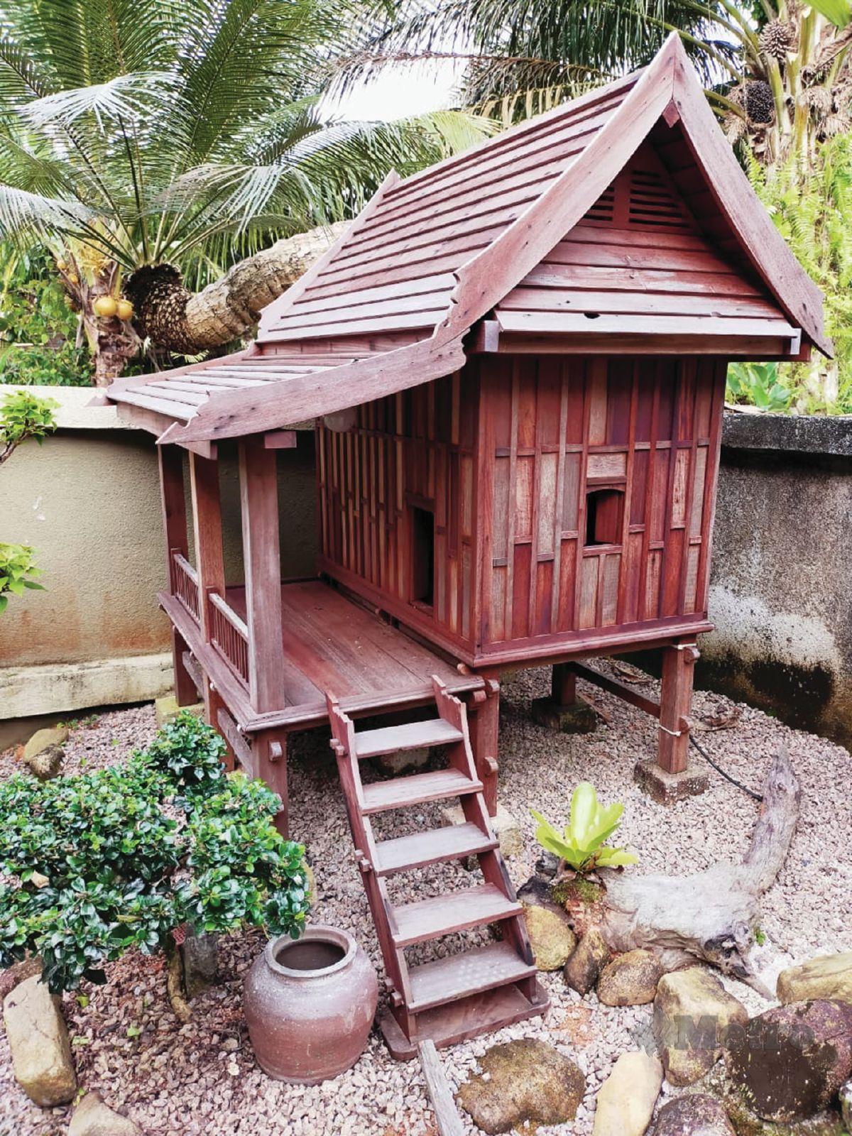 REPLIKA rumah tradisional Terengganu.