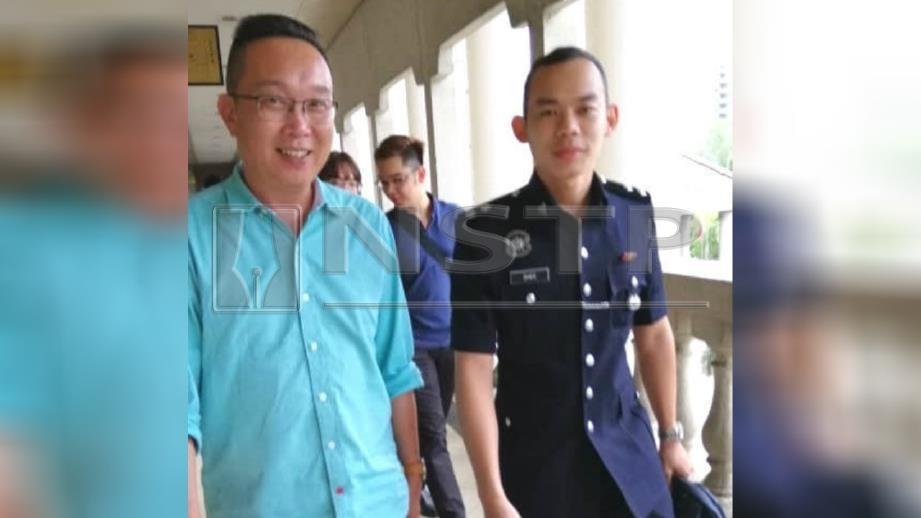 Tham (kiri) dihadapkan ke Mahkamah Sesyen Kuala Lumpur atas pertuduhan menerima deposit tanpa lesen. FOTO Saddam Yusoff