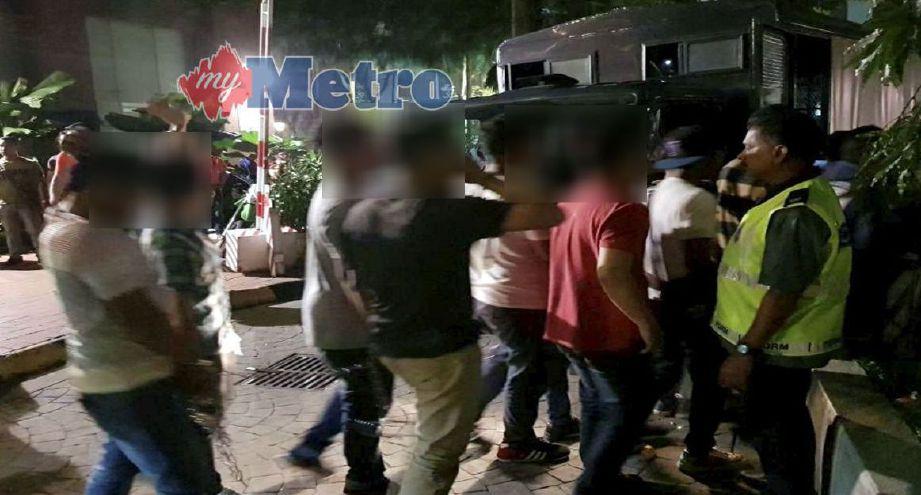 PENGUNJUNG sebuah disko di ibu negara yang ditahan untuk siasatan.