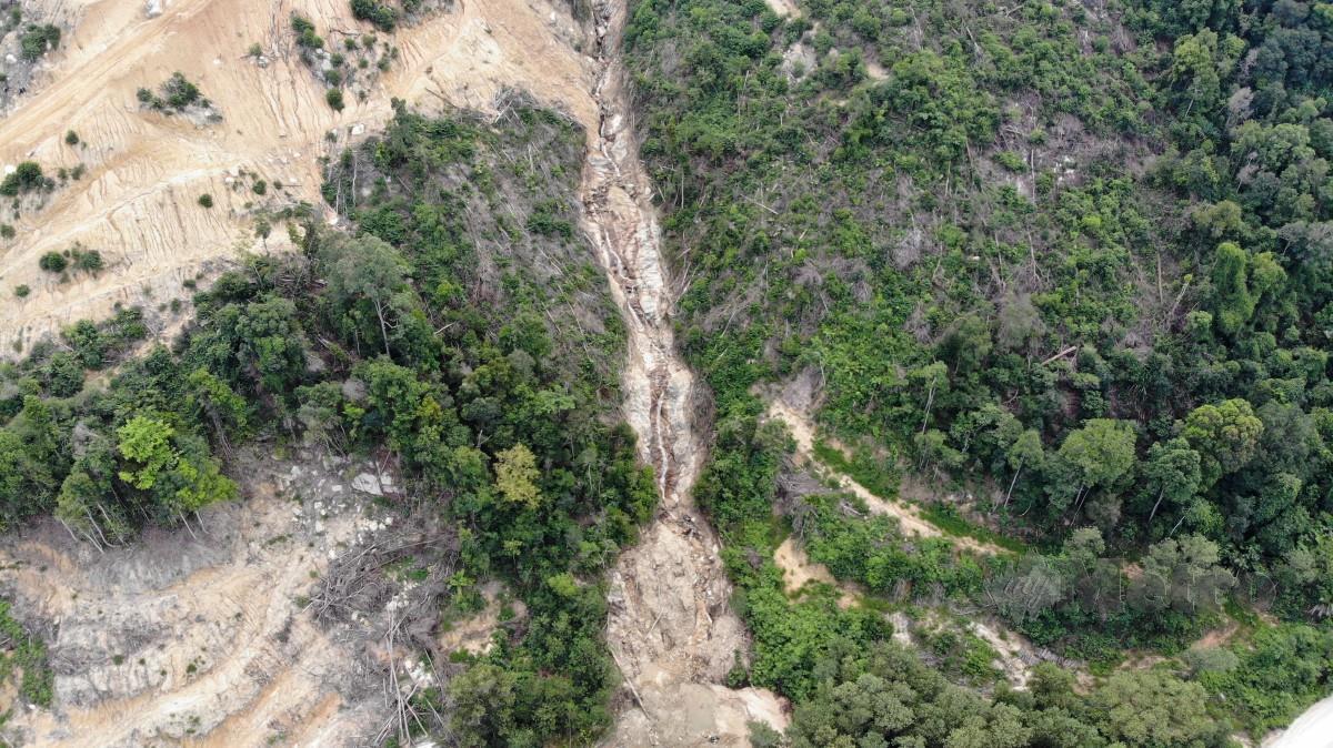 AIR Terjun Tanjung Batu bukan sebahagian daripada tapak kuari. FOTO SHARUL HAFIZ ZAM