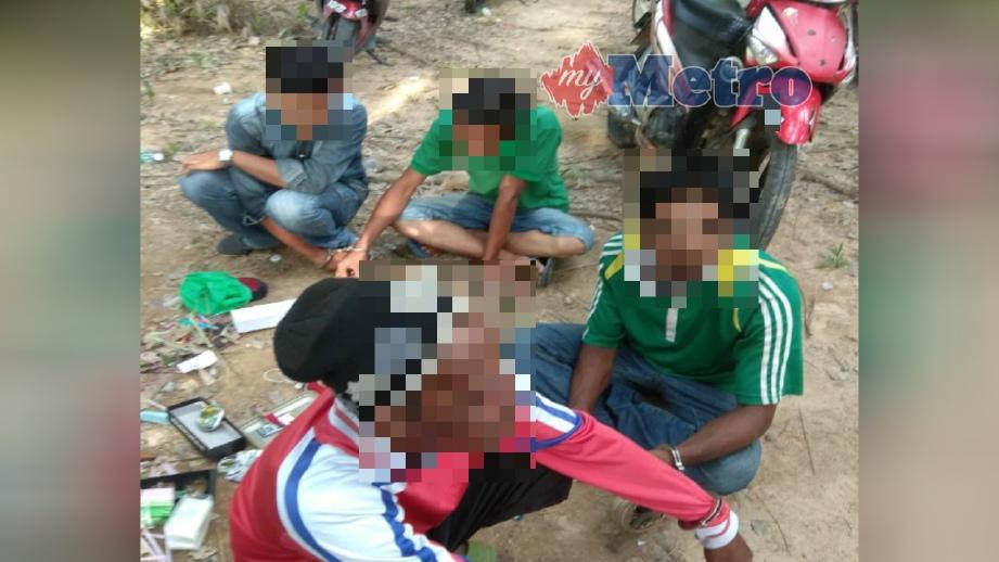 ANTARA lelaki yang disyaki penagih dadah ditahan dalam serbuan Ops Khas Perdana AADK di Pendang, semalam. FOTO Ihsan AADK