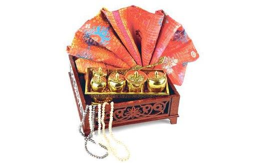 MELENGKAPI majlis pertunangan atau perkahwinan. prev. next. Kotak kayu  biasanya digunakan untuk ... b874199a11