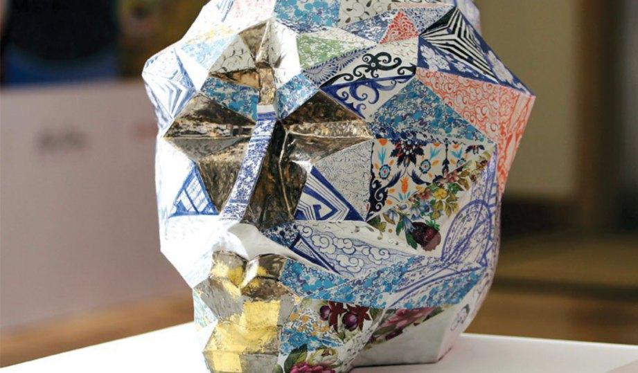 KARYA artis Malaysia James Seet berjudul 'Janus Past/Present'.